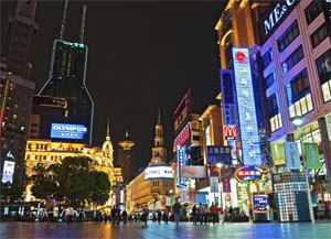 http://data.shanghaihighlights.com/image/shanghai-sightseeing/nanjing-road2.jpg